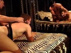 bodybuilder daddy receives bj,fucks muscle lad