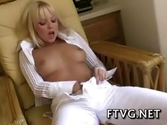 raunchy sweetheart shows body
