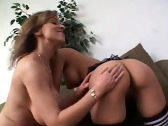 older lesbo and younger pussy...usb