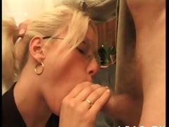 jeune blond francaise baisee par un vieux