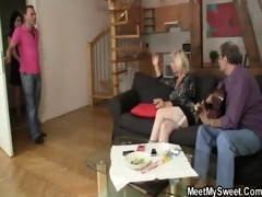 sweetie acquires lured into three-some by her bfs